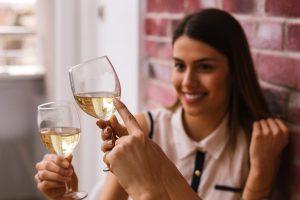 Dégustation du champagne dans les caves du domaine des hauts-de-france, une idée oenotourisme pour cet été